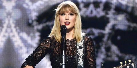 Music artist, Fashion model, Singer, Performance, Blond, Lip, Fashion, Singing, Long hair, Pop music,