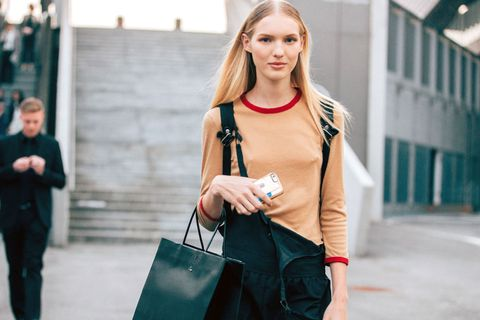 Street fashion, Shoulder, Clothing, Fashion, Beauty, Pink, Blond, Bag, Joint, Handbag,