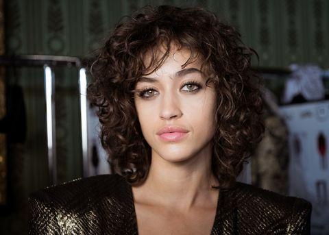 Lip, Hairstyle, Chin, Eyebrow, Eyelash, Portrait photography, Makeover, Step cutting, Eye shadow, Ringlet,