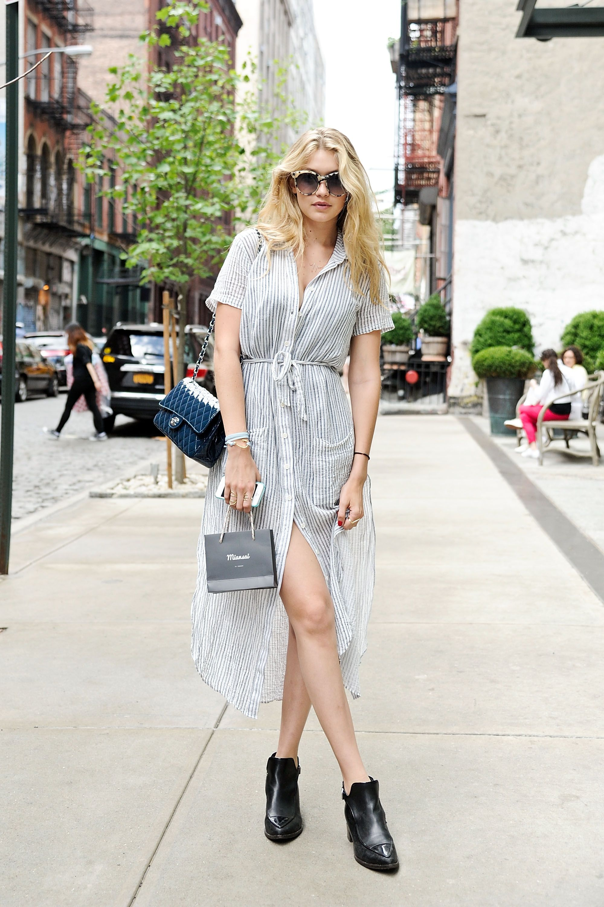 Gigi Hadid A loose-fitting shirtdress that's more caftan than business-casual is one way to feel like you're at the beach instead of in the middle of a concrete jungle.