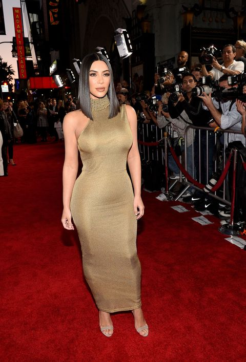 Flooring, Shoulder, Dress, Carpet, Premiere, Style, Fashion accessory, One-piece garment, Fashion, Public event,