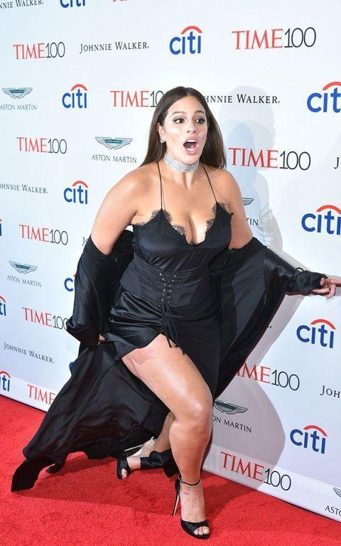 Clothing, Carpet, Leg, Dress, Red carpet, Thigh, Premiere, Flooring, Little black dress,