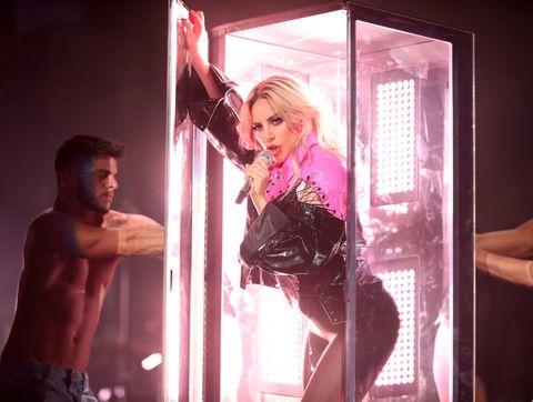 Pink, Light, Blond, Performance, Magenta, Muscle, Human, Leg, Dance, Performing arts,