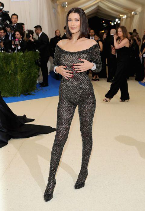 Fashion model, Fashion, Clothing, Haute couture, Beauty, Shoulder, Leg, Thigh, Fashion show, Joint,
