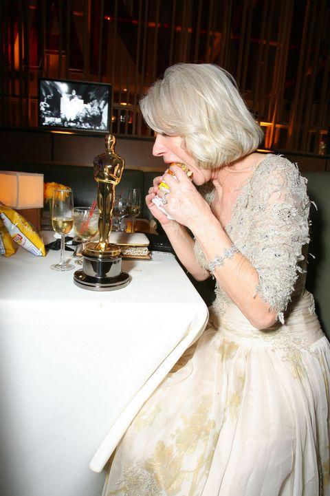 <p>Casual Oscar burger-side.&nbsp;</p>