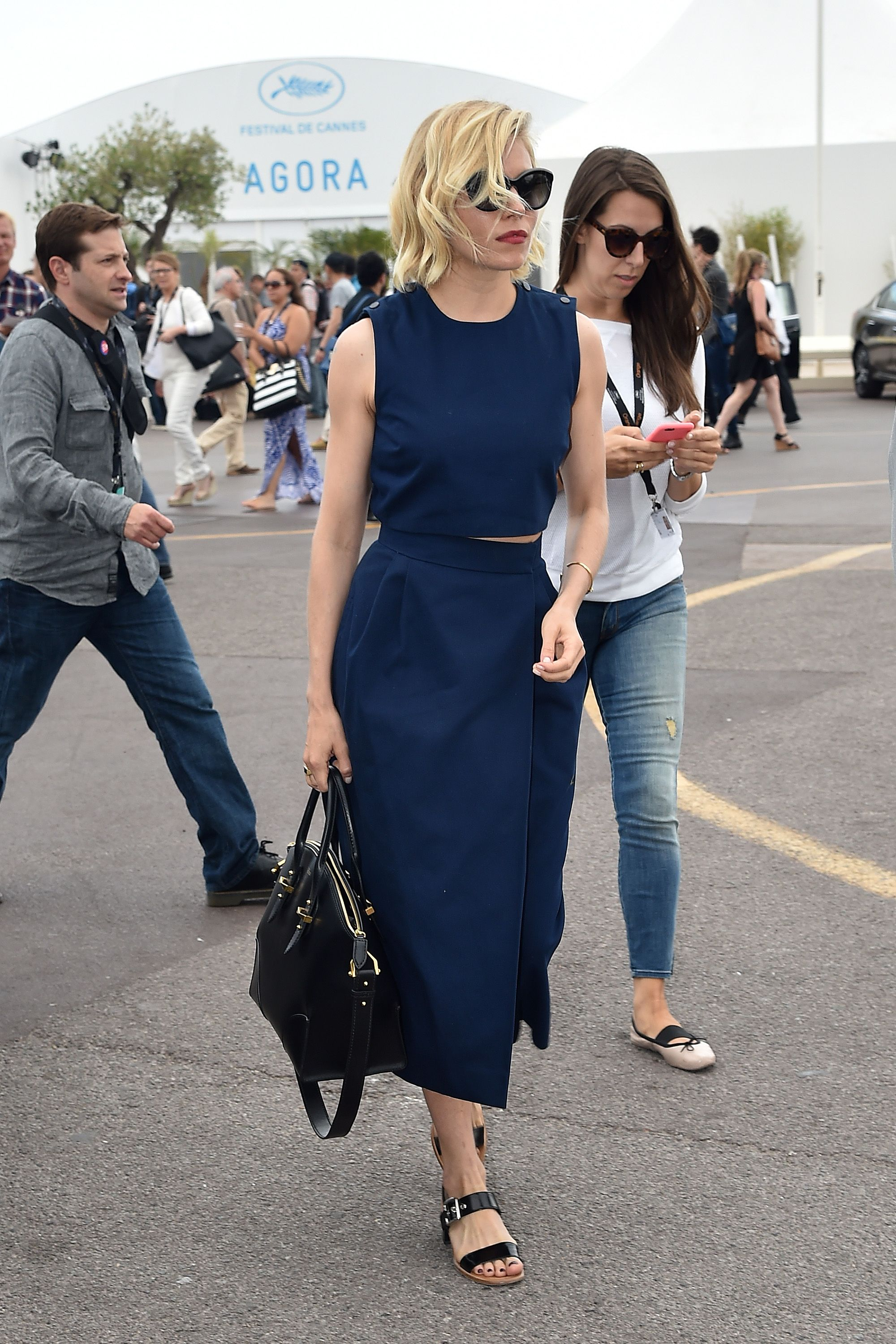 Sienna Miller A classic navy sheath, comfy sandals, and a red lip are the key to nailing your holiday style: it's comfortable and still pulled together.