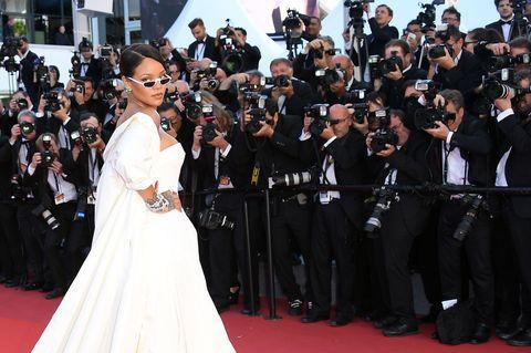Red carpet, Premiere, Carpet, Event, Flooring, Dress, Fashion, Formal wear, Gown, Crowd,