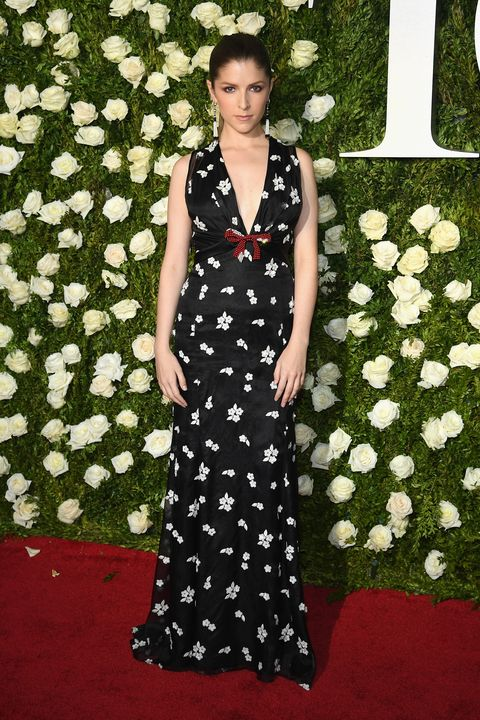 Red carpet, Clothing, Dress, Carpet, Gown, Flooring, Pattern, Event, Formal wear, Premiere,
