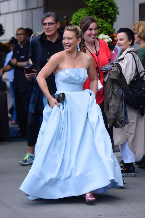 Hilary Duff Cinderella Dress Hilary Duff Filming Younger In Cinderella Dress