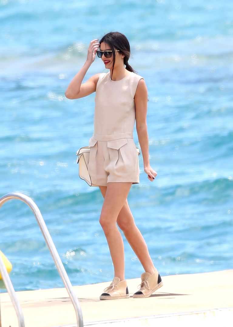 28 Celebrity Beach Outfit Ideas for Summer 2017 - What to Wear to ...