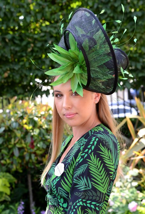 Green, Leaf, People in nature, Costume accessory, Headgear, Garden, Street fashion, Day dress, Spring, Wing,