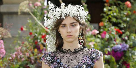 Headpiece, Hair accessory, Beauty, Crown, Fashion, Lip, Headgear, Fashion accessory, Spring, Dress,