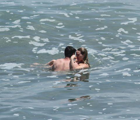 Fun, Water, Liquid, Photograph, Leisure, Fluid, Summer, Interaction, Vacation, Muscle,