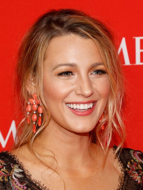<p>What do you get when you mix peach blush, raspberry lips, and soft, face-framing layers? This very Blake Lively look. </p>