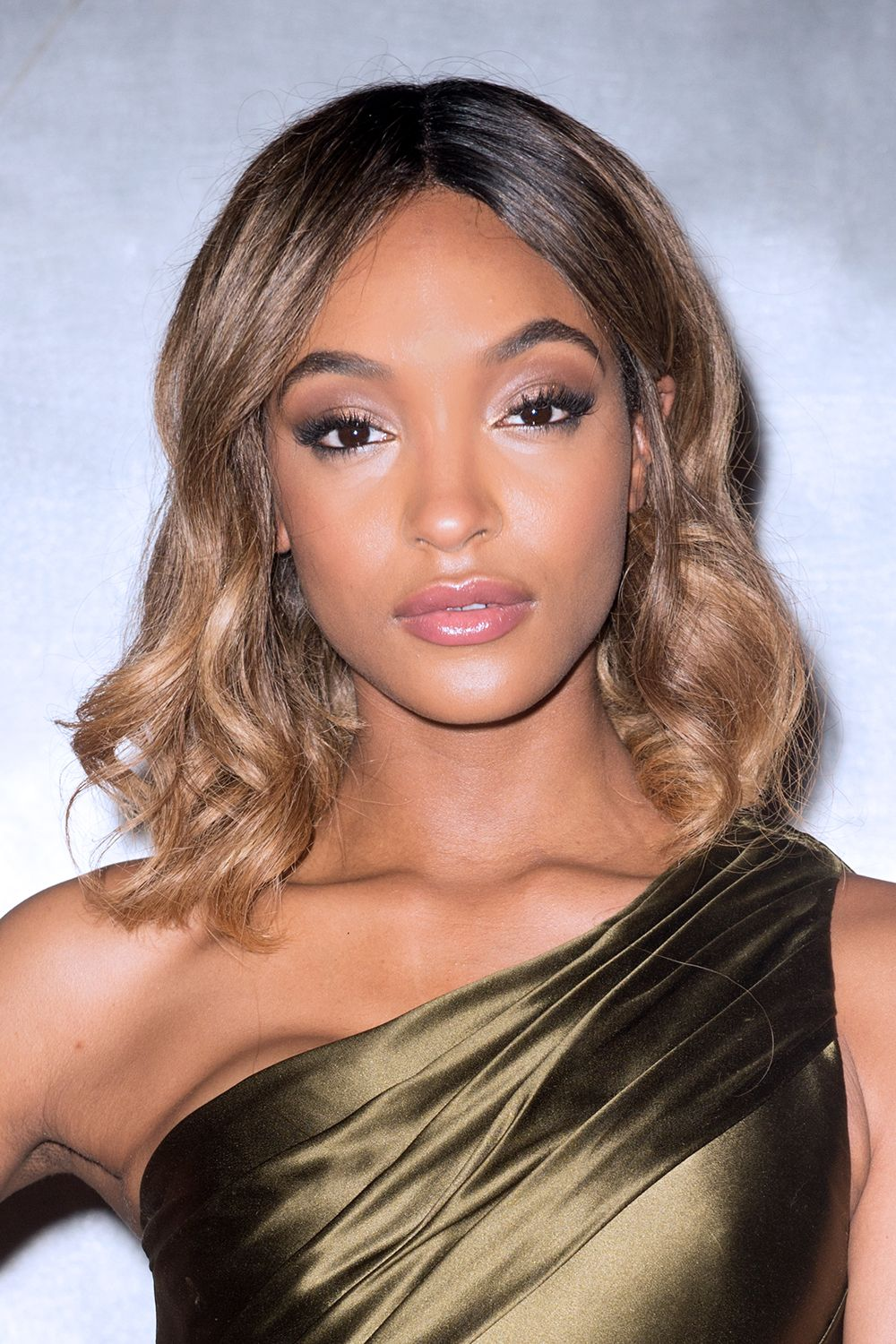 """<p>Take heed, hair-color newbies: Dunn's faded bronze ombré<span class=""""redactor-invisible-space"""" data-verified=""""redactor"""" data-redactor-tag=""""span"""" data-redactor-class=""""redactor-invisible-space""""></span>is so incrediblygraduated, it feels almost like a non-style (in the best of ways).</p>"""