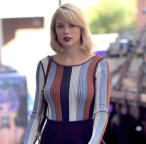 Sleeve, Shoulder, Style, Street fashion, Waist, Fashion, Pattern, Bag, Electric blue, Knee,