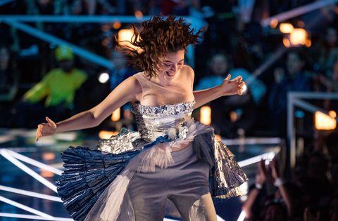 Entertainment, Performance, Performing arts, Dancer, Event, Dance, Performance art, Stage, Fashion, Leisure,