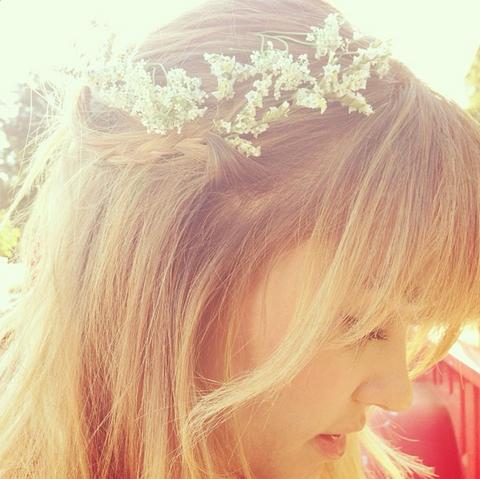 Lip, Hairstyle, Forehead, Hair accessory, Headpiece, Style, Headgear, Costume accessory, Beauty, Long hair,