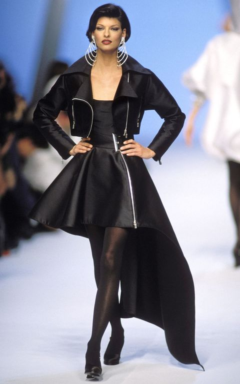Clothing, Leg, Fashion show, Sleeve, Event, Human body, Shoulder, Joint, Outerwear, Runway,