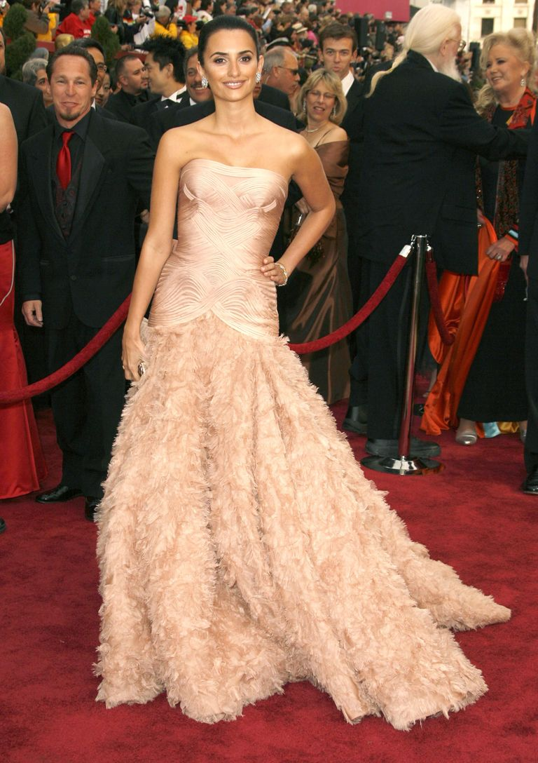 53 most iconic oscar red carpet dresses of all time - Dresses from the red carpet ...