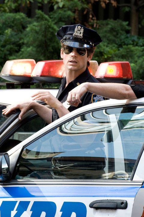Eyewear, Motor vehicle, Vision care, Vehicle, Automotive design, Goggles, Hat, Automotive exterior, Hood, Sunglasses,