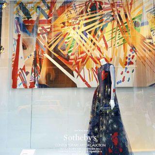 Paint, Cloak, Fictional character, Figurine, Visual arts, Costume, Art paint, Abaya, Modern art, Tradition,