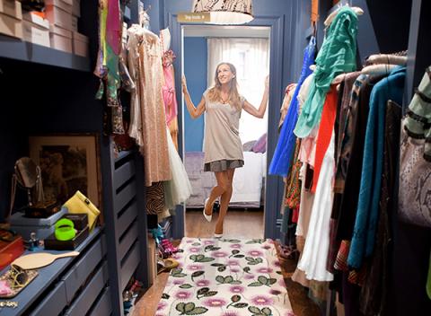 Textile, Room, Retail, Fashion, Human settlement, Linens, Home accessories, Boutique, Market, Clothes hanger,