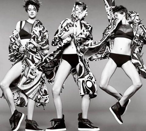 Leg, Human leg, Style, Thigh, Fashion, Fashion model, Costume design, Black-and-white, Monochrome photography, Costume,
