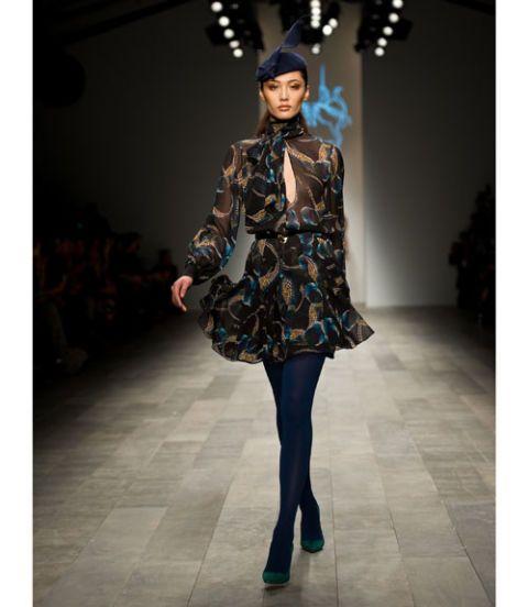Clothing, Sleeve, Textile, Fashion show, Style, Street fashion, Fashion model, Runway, Fashion, Knee,