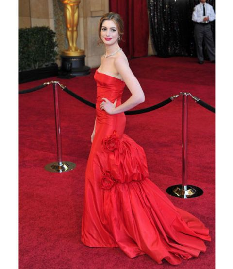 Anne Hathaway Gown: Oscars 2011 Red Carpet Dresses