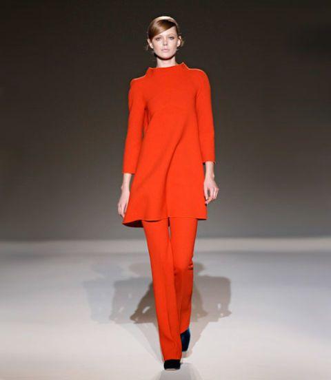 Sleeve, Shoulder, Red, Human leg, Joint, Collar, Style, Knee, Fashion model, Blazer,