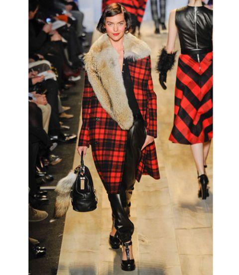 Clothing, Sleeve, Plaid, Tartan, Textile, Pattern, Outerwear, Style, Street fashion, Dress,