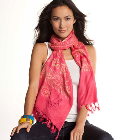 fuscia neck scarf