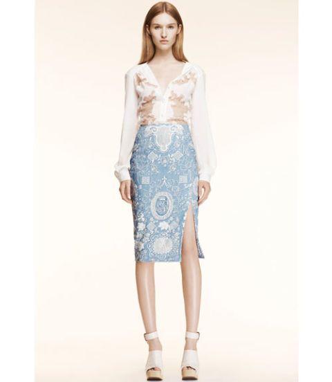 Sleeve, Shoulder, Human leg, Textile, Joint, Style, Knee, Fashion model, Waist, Fashion,
