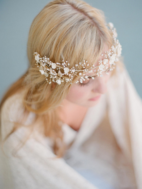 Hairstyle, Bridal accessory, Skin, Forehead, Hair accessory, Headpiece, Fashion accessory, Style, Headgear, Beauty,