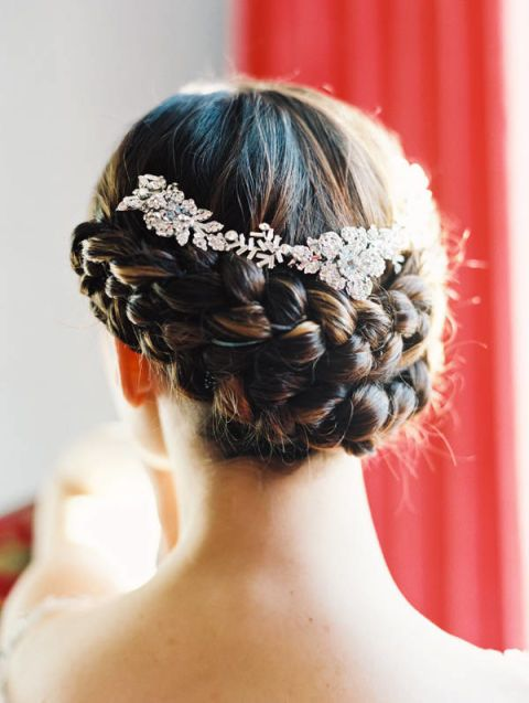 Hairstyle, Forehead, Shoulder, Hair accessory, Style, Beauty, Neck, Back, Long hair, Braid,