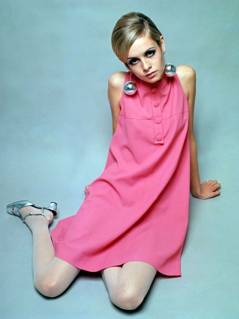 Finger, Hairstyle, Shoulder, Dress, Hand, Human leg, Joint, Pink, Elbow, Wrist,