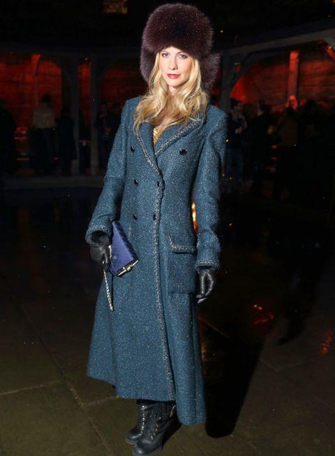 Sleeve, Textile, Coat, Outerwear, Winter, Style, Overcoat, Street fashion, Boot, Headgear,
