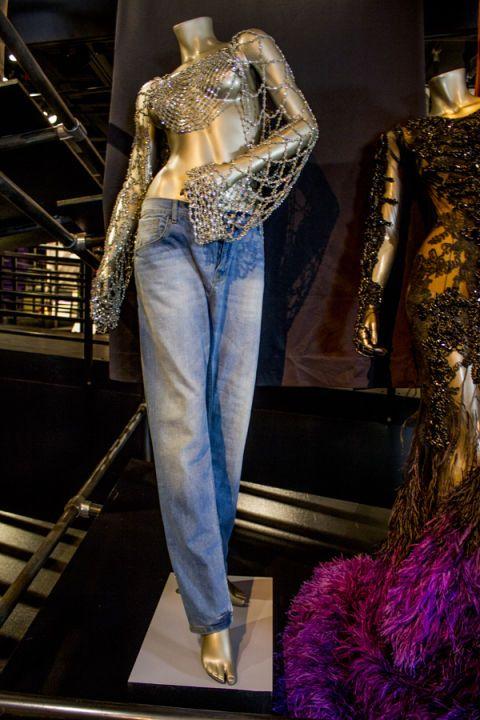 Mannequin, Style, Denim, Fashion, Waist, Fashion design, Natural material, Fashion model, Embellishment, Fur,
