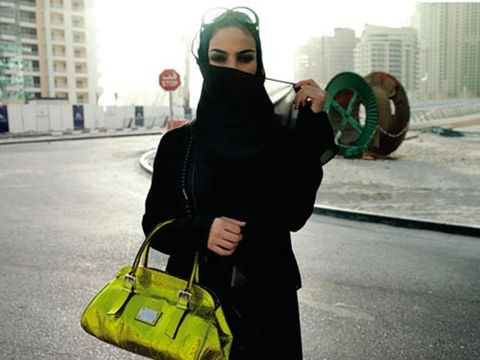 model in dubai with neon yellow greean purse and sunglasses