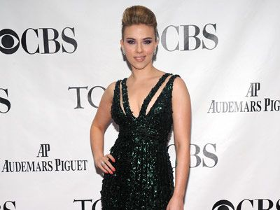 scarlett johansson at the tony awards