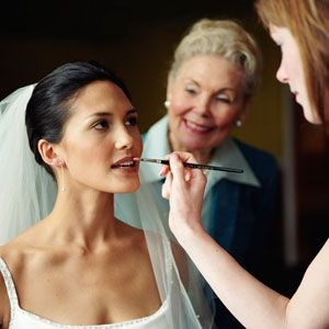 Pros And Cons Of Hiring Bridal Makeup