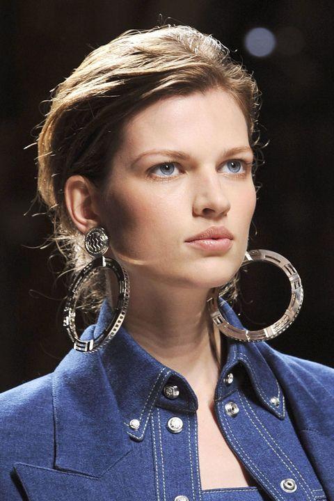 Clothing, Nose, Lip, Hairstyle, Collar, Chin, Forehead, Eyebrow, Style, Eyelash,