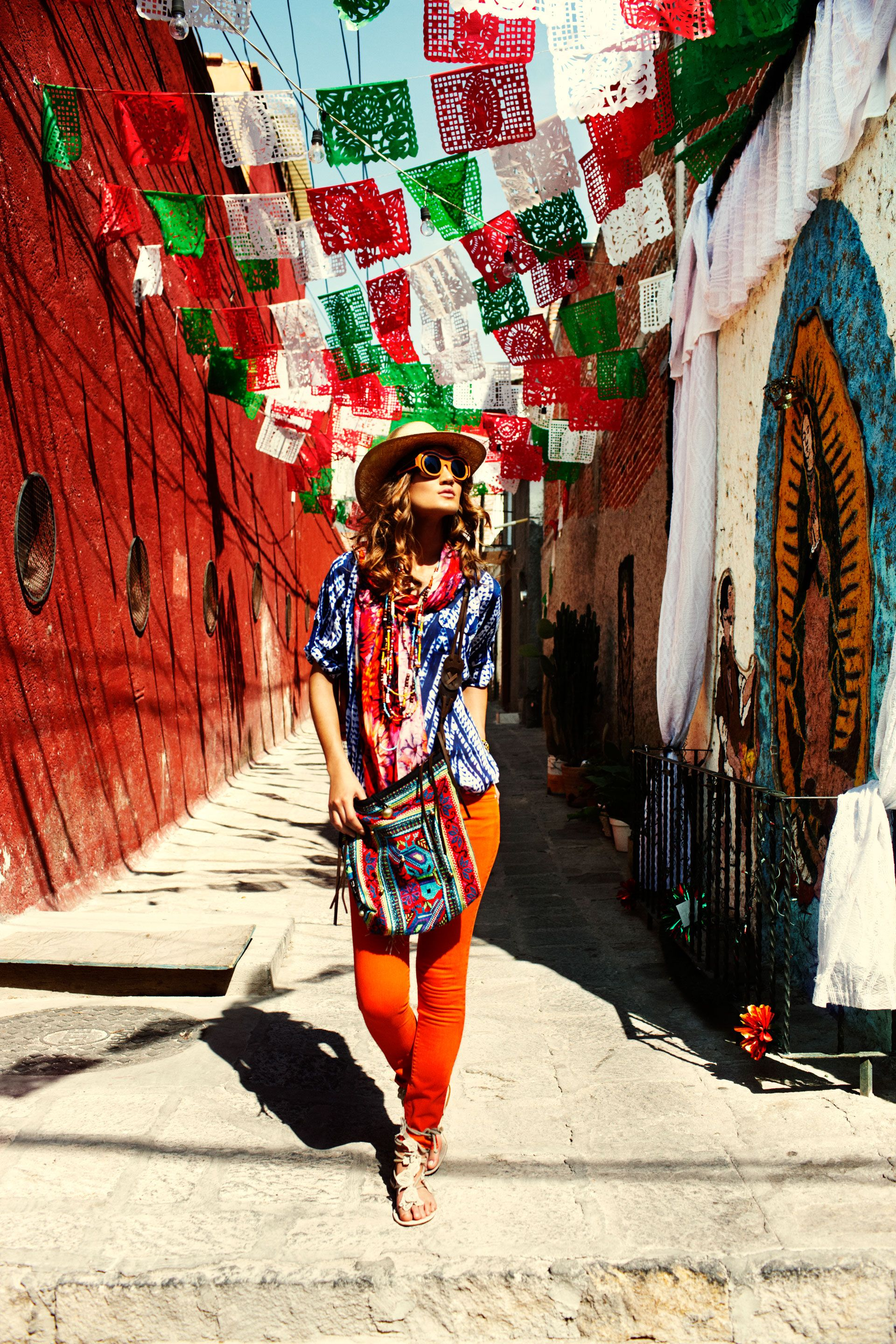 Single Girl's Guide: How to Travel The World