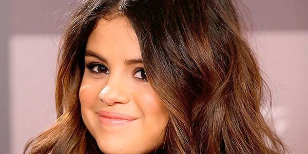 "Selena Gomez ""Bailed"" On Rehab, Left Her Program Early"
