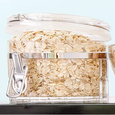 A photo of a container of oatmeal.
