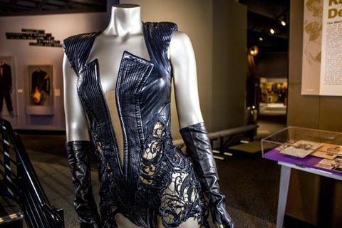 Sleeve, Mannequin, Dress, Fashion, Boutique, Fashion design, One-piece garment, Picture frame, Costume design, Retail,