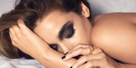 Finger, Skin, Hairstyle, Eyelash, Nail, Black hair, Organ, Beauty, Wrist, Manicure,