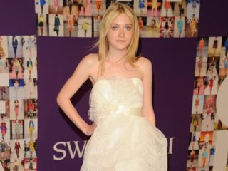 dakota fanning at the cfdas
