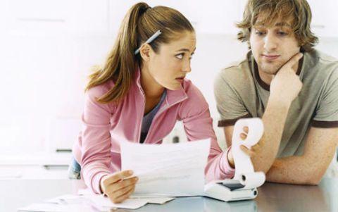 couple argues over finances